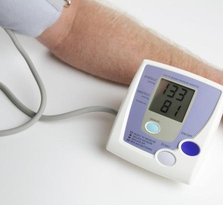 欧姆龙臂式电子血压计