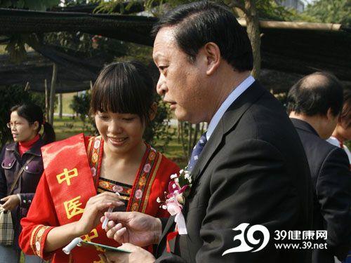 中医中药中国行走进广西药用植物园暨南方药物研究检测中心落成典礼