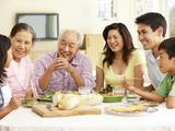 佳节聚餐提防血压升高
