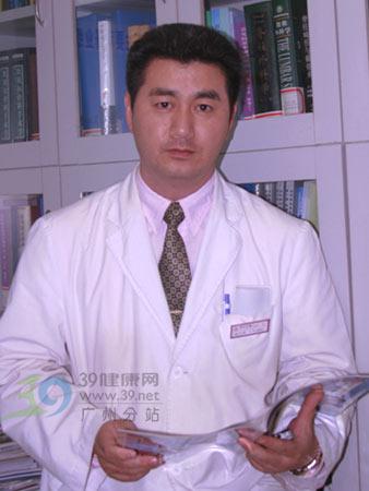 专访脊柱专家杨军林教授:脊柱侧弯一定要早治