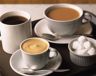 老年人喝茶应该早少淡