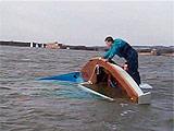 翻船意外 保命有法