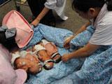 新生儿转移到安全地带