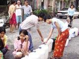 排队等水 用水成严重问题