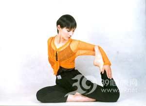 瑜伽体式:半侧式