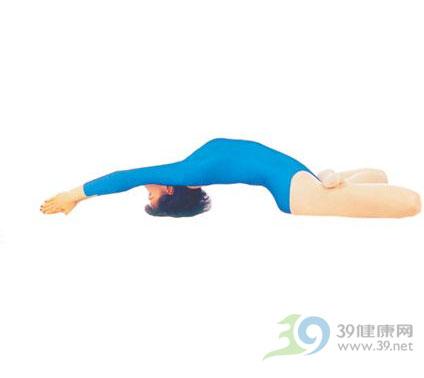 瑜伽体位法-莲花坐鱼式