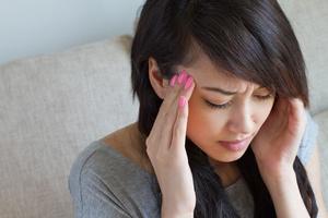 女孩打耳洞瘢痕增生 导致耳垂肿胀如鸡蛋