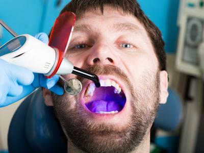 实图记录:美女洗牙全过程