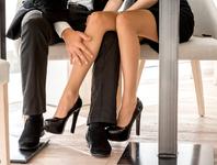 下楼梯脚尖先着地保护膝关节