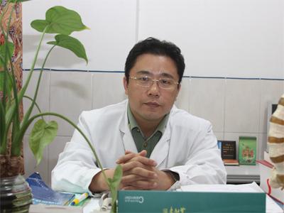 风湿病专家韦嵩:治风湿病 应到正规风湿病专科