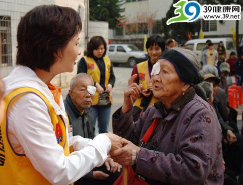 黄昌伟:我们不改变自己的生活做慈善