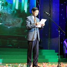 """中医药学会秘书长李俊德宣读""""科技之星""""表彰决定"""