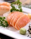 吃野菜晒太阳易致皮肤过敏