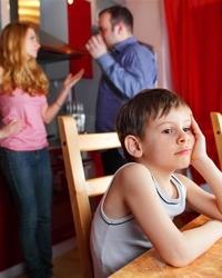 """英国3岁男孩成最小""""酒鬼"""""""