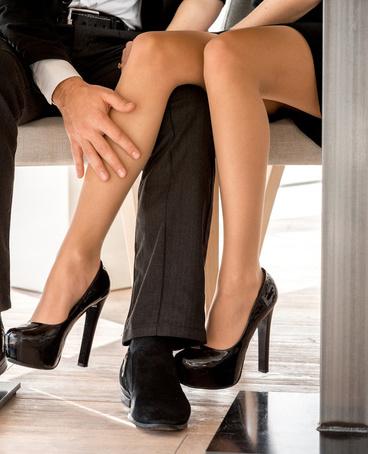 长期穿丝袜会让肌肤变干燥