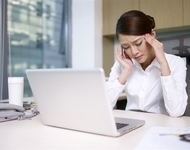 """上班族表情淡漠易暴躁小心是""""屏幕脸""""在作怪"""