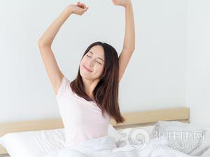 中国娱乐圈童颜整成巨乳的女星