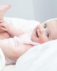 该如何正确叫醒睡觉的婴儿