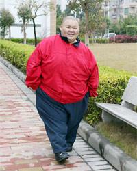 """""""中国第一胖""""半年减100斤"""