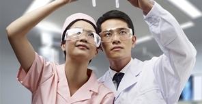 盘点做过激光治疗近视手术的名人