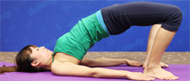 桥式抬腰瑜伽动作