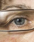 春天要尽量少戴隐形眼镜