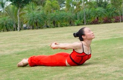 简单两式瑜伽动作 轻松瘦腹
