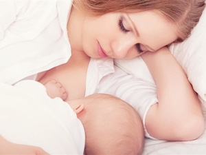 母乳喂养会让胸部下垂?很多人都错了 做2个动作,还你坚挺胸部