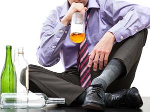 一项978万人的研究告诉酒鬼:常喝酒比喝大酒更伤身