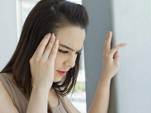 姨妈一来就头疼,是什么导致了月经期偏头痛?