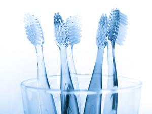 牙刷该怎么选?小头牙刷vs大头牙刷,哪种好?