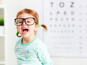 全国爱眼日:近视低龄高发,官方首页九龙娱乐登入青少年如何健康用眼