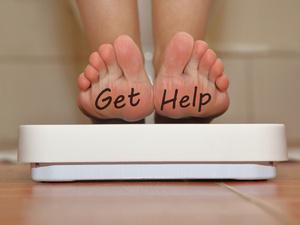体内血糖高,脚部先遭殃!双脚出现3个迹象,警惕糖尿病足