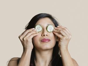 怎样祛除黑眼圈?试试这6个小技巧!
