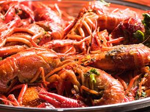 吃小龙虾过量易致肌