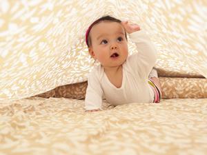 宝宝1岁前别强拉学走路 或致O型腿