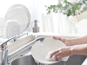 开水烫碗筷,消毒,开水烫碗筷真能消毒?真要杀菌须确保做到这两件事