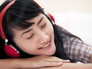 戴耳机睡觉究竟有啥危害?