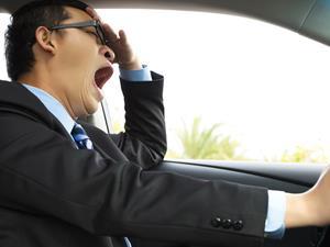 司机开车睡着一分钟!4招缓解长时间驾驶疲劳