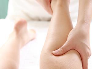 肩周炎,肩周炎治疗,肩周炎怎么治疗,肩周炎按摩,肩周炎能通过按摩治好吗?学学肩周炎按摩,肩周炎患者在进行按摩治疗时,最好让肩周炎专业医师来实施,在进行自我按摩肩周炎时,肩周炎患者一定要注意手法,控制好力度,避免再次损伤肩关节。