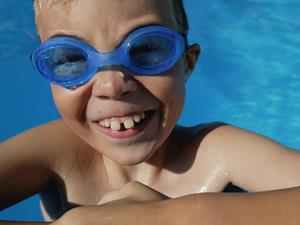 孩子先学蛙泳还是自由泳?