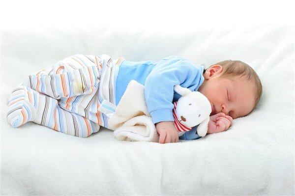 孩子长期尿床,竟和家长有关?