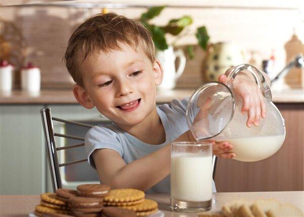 """如何给孩子选""""健康""""奶?"""