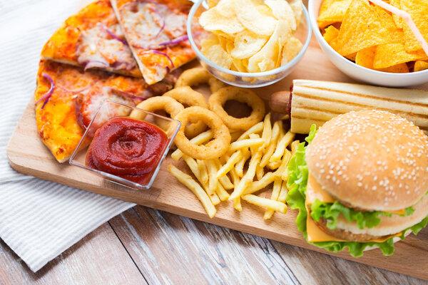 """春节饮食要""""悠着点"""",足球积分规则这几个饮食坏习惯最伤胃!"""