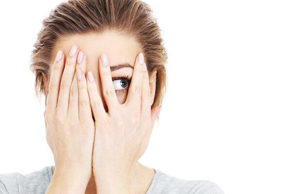 高度近视背后,潜藏着3种眼病风险!逐一了解