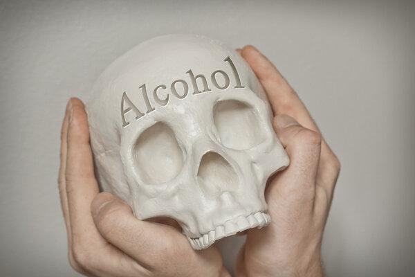 小酒怡情,酗酒伤身!长期酗酒危