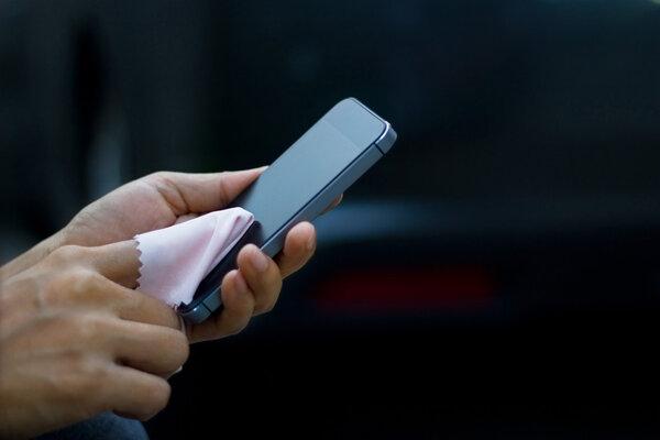 新冠疫情期间,怎么清洁你的手机?