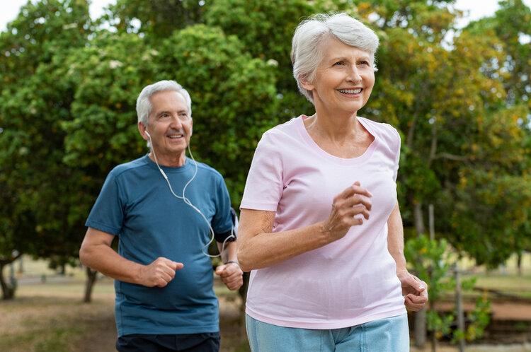 老人身体不能瞎折腾:4个危险动作,别再随意做