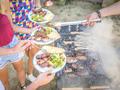 烧烤真相:病死臭肉混上罂粟料