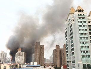 上海高楼大火致重大伤亡 多数为吸入性损伤